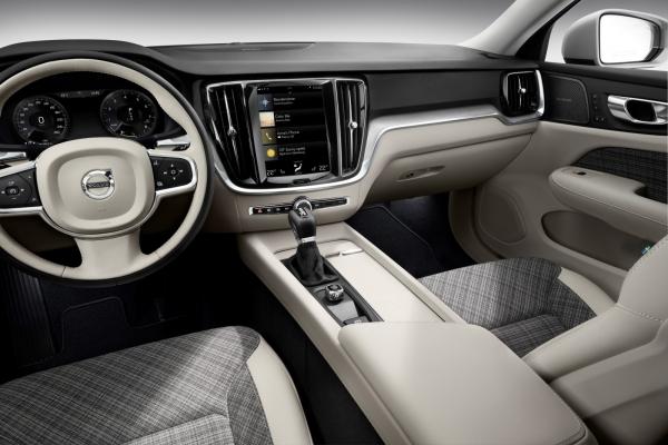 223531-new-volvo-v60-interior9DC161BF-1AFF-3FB3-831A-0030355F7490.jpg